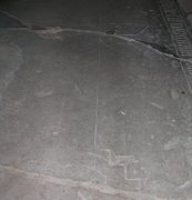 Memorial floor slab in nave showing cross. Image: Miriam Buncombe (May 2008)  Image ID: 4715_31.jpg